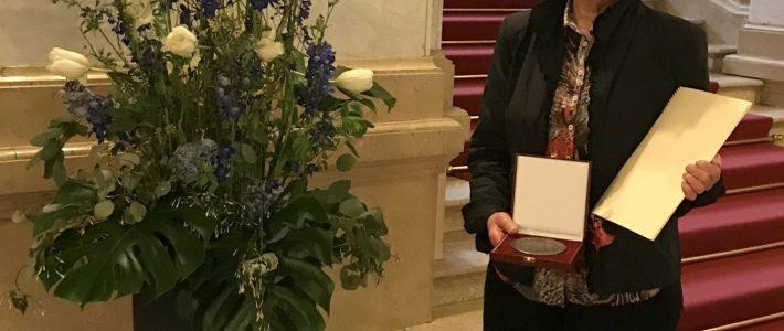 Auszeichnung für Magdalena Totzeck durch Olaf Scholz